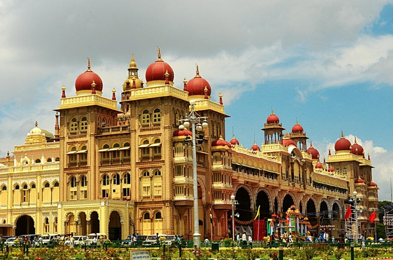 https://easywaylogistics.net/wp-content/uploads/2019/02/Mysore_Palace__India_photo_-_Jim_Ankan_Deka.jpg